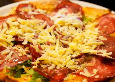 pizza-con-queso-cacio-e-pepe